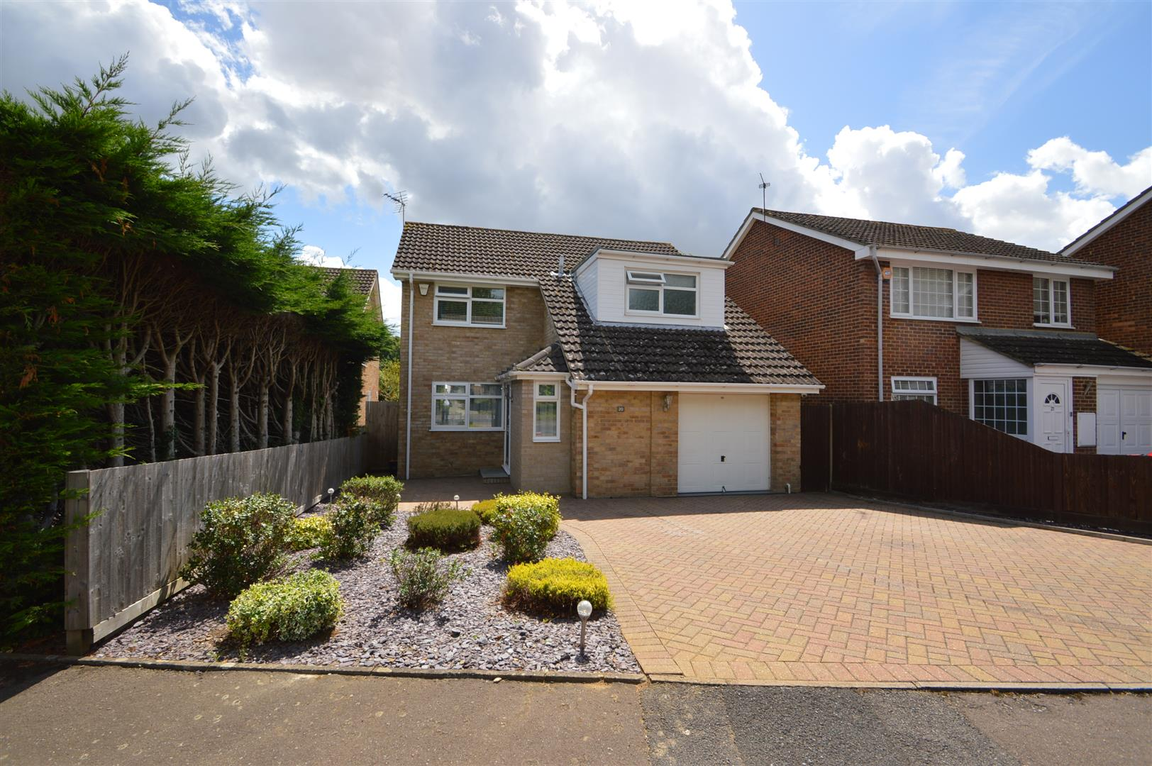 3 Bedrooms Detached House for sale in Weyhill Close, Maidstone